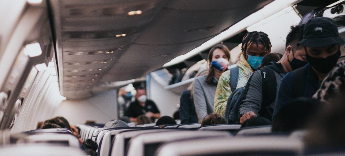 Mondkapjes zijn voorlopig verplicht in het vliegtuig